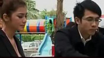>ดูหนังRไทย ลอดรักลายมังกร (2010) น้องแนท เกศริน ควงคู่เอมมี่ นมใหญ่เท่าหัวเด็ก กับบทเจ้าสัวหนุ่มเย็ดเมียสาวสองคน อีกคนดาวโป๊ไทยอีกคนนักศึกษาลีลาเด็ดxxxx