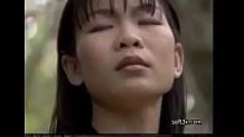 >หนังRไทยย้อนยุค มนต์รักทรานซิสเตอร์ นางเอกอยากเป็นนักร้องเลยโดนหลอกมาเย็ดฟรี เสียหีให้กับหัวหน้าหัวงูวงลูกทุ่ง