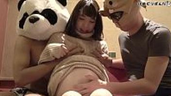 >หนังAVสวิงกิ้งคนท้อง Pregnant xxx ผัวพาเพื่อนรุมเย็ดเมียที่กำลังตั้งท้องอ่อนๆ เขี่ยเม็ดแตดจนลูกดิ้นแล้วช่วยกันเสียบรูหีสดจนแฉะ
