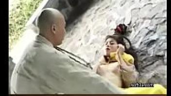 >หนังโป๊เรทRจีนโบราณ Monk Tang Cho : Virgin Power (9 ลีลารัก คัมภีร์สะท้านฟ้า) เจ้าหญิงแอบมาเย็ดกับหลวงจีนในถ้ำ โดนควยพระเปิดซิงหีเสียวเวอร์